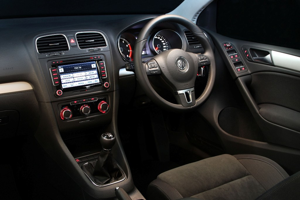 Sacarfan golf6 05 the car market south africa for Volkswagen golf 6 interieur